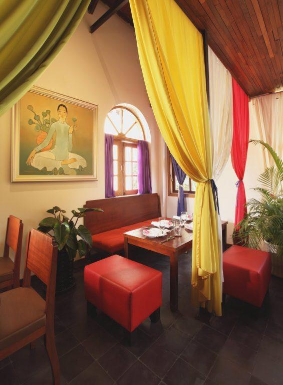Hum Café & Restaurant