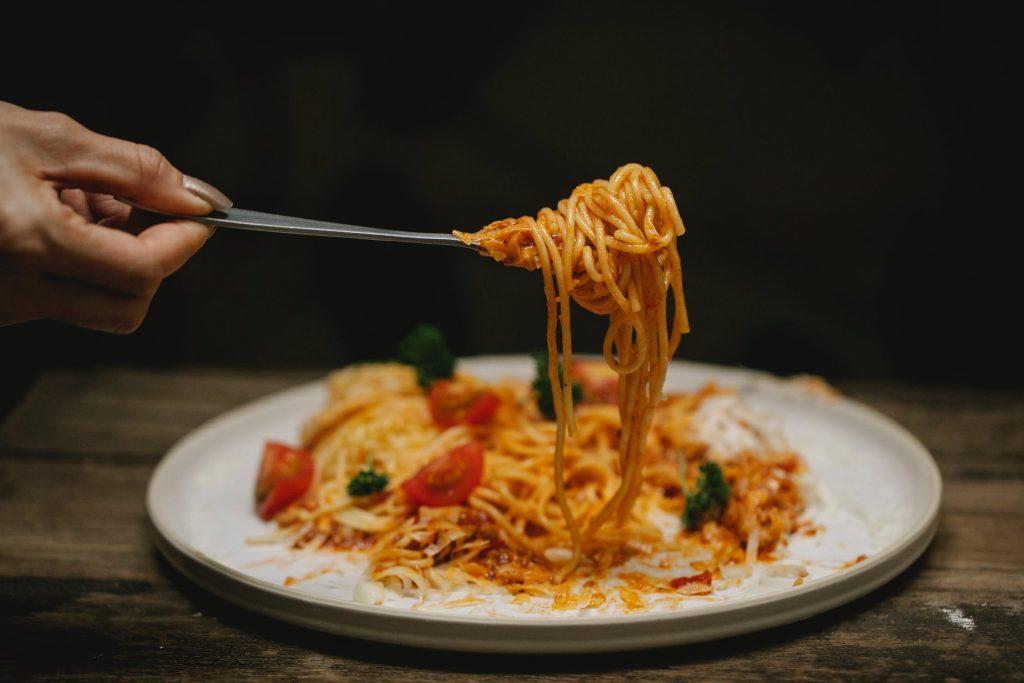 đĩa mỳ ý gốm cà chua và rau