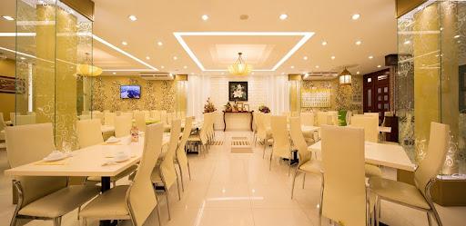 không gian trong nhà hàng thuần chay Hoa Đăng