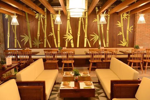 không gian trong nhà hàng chay Giác Ngộ