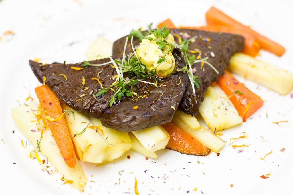 Thịt chay chế biến cùng khoai tây và cà rốt